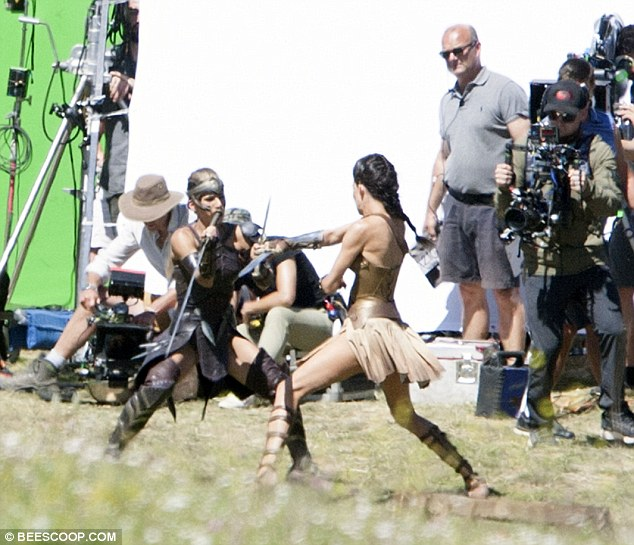 Wonder Woman set Matera