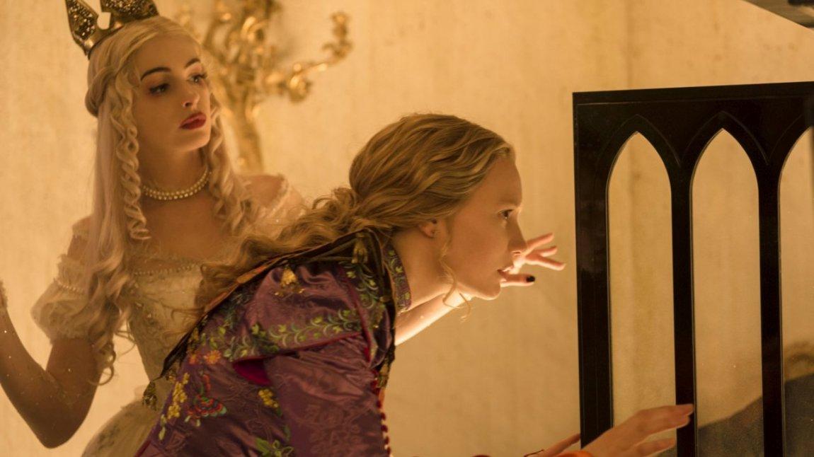 Alice attraverso lo specchio jamovie - Attraverso lo specchio ...