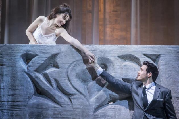 """Lily James e Richard Madden in """"Romeo e Giulietta"""""""