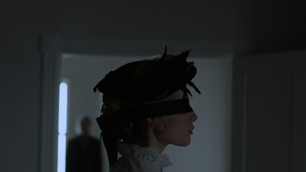 Lucy Boynton è Polly