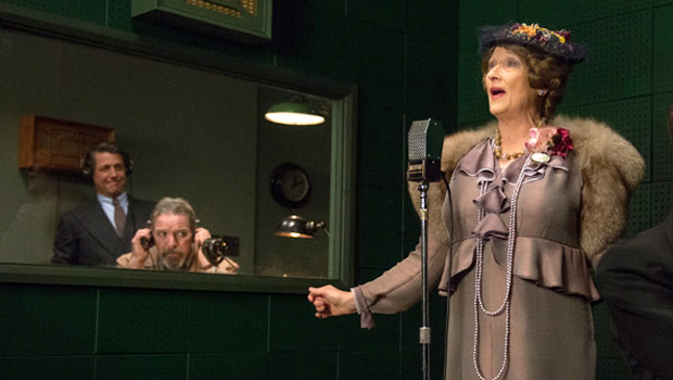 Florence Foster Jenkins (Meryl Streep) in sala d'incisione
