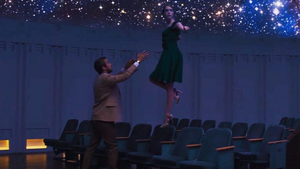 Emma Stone e Ryan Gosling al planetario